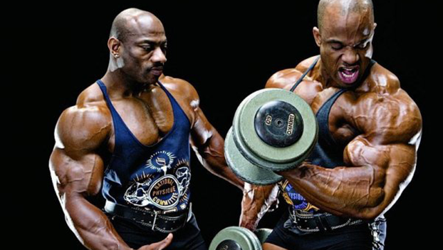 kak-pravilno-kachat-bicepsi-02